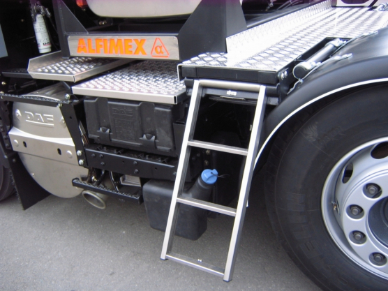 DAF, retractable steps