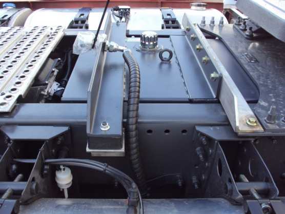 Volvo, hydraulic tank to the frame